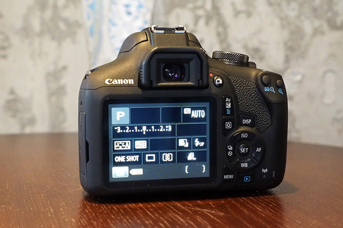دوربین کانن 2000D