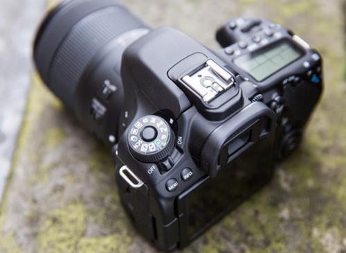 دوربین کانن d80 با لنز 55-18
