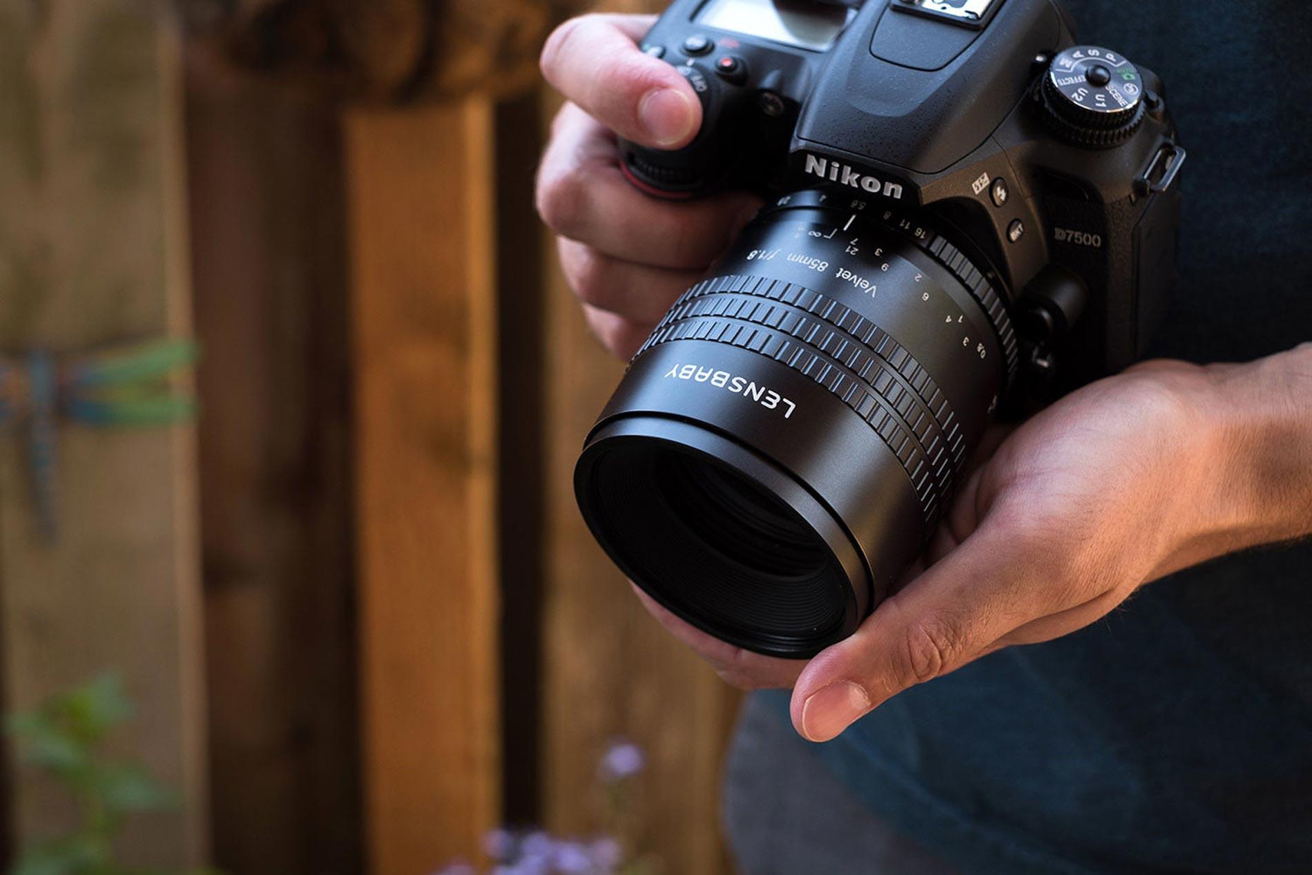 نحوه گرفتن دوربین در دست